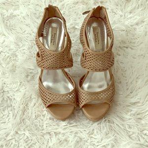 Simply Vera Vera wang open toe stilettos EUC